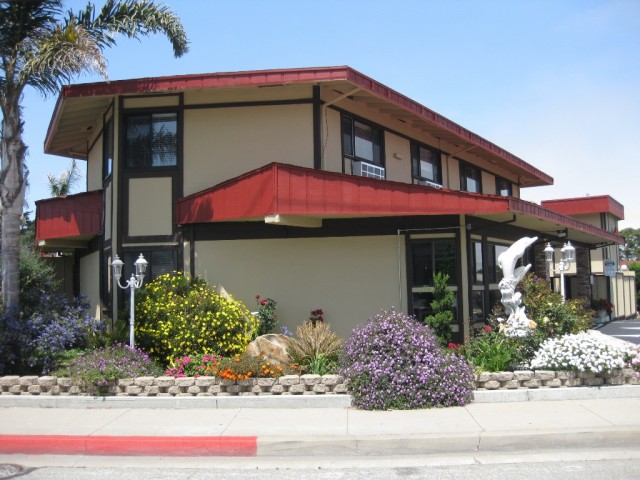 Welcome to Red Roof Inn located in Monterey, CA