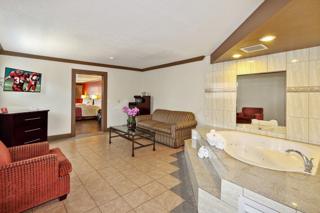 Well Appointed Family Suite with a Hot Tub