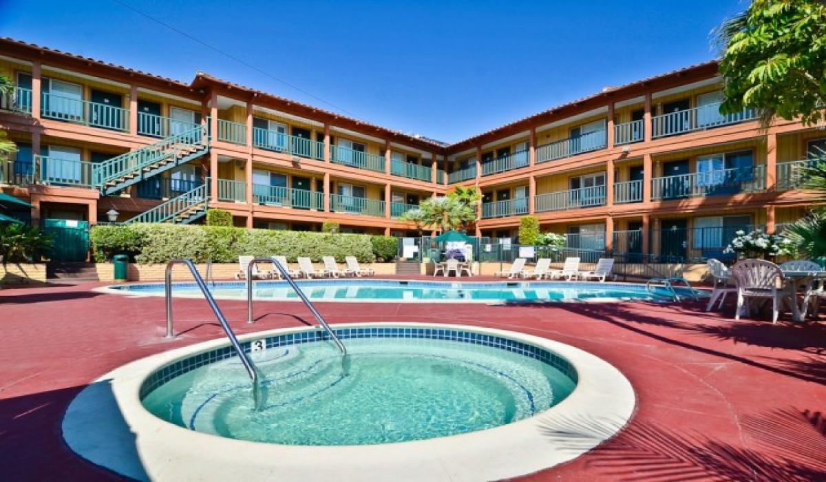 Comfort Inn Woodland Hills – Top Restaurants, Bars ...