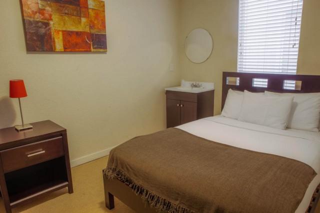 Casa Loma Hotel - Standard Room Queen Bed