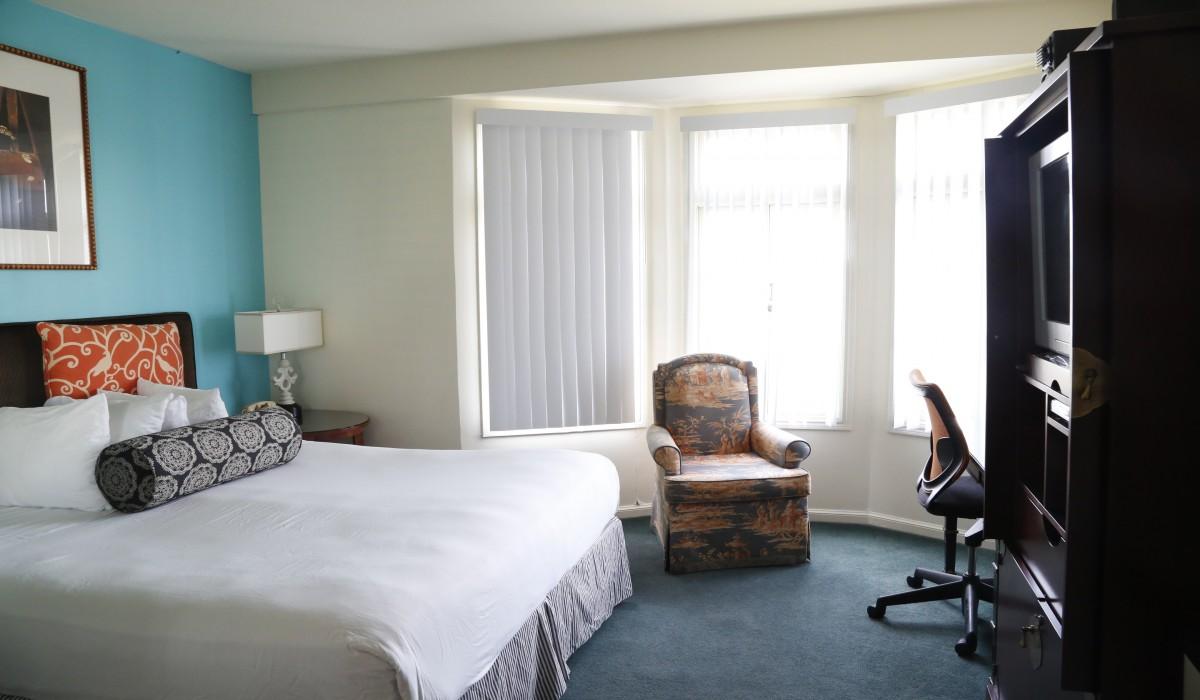Queen Bedroom with Bay Windows