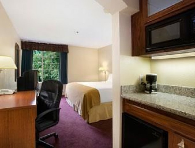ramada fresno northwest top attractions near our fresno. Black Bedroom Furniture Sets. Home Design Ideas