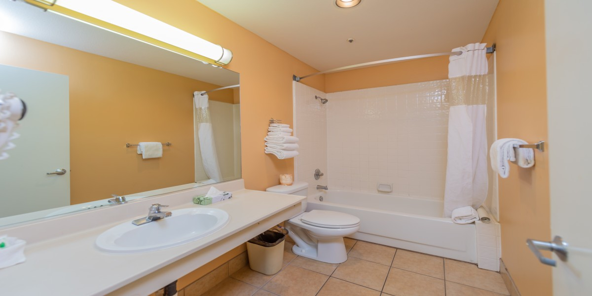 Private Bathroom For Deluxe King Room With 2 King Beds