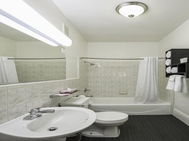 Adante Hotel San Francisco - Guest Bathroom