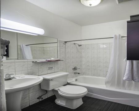 Junior King Suite Bathroom