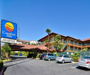 Comfort Inn WH - The Front of the Comfort Inn Woodland Hills Hotel