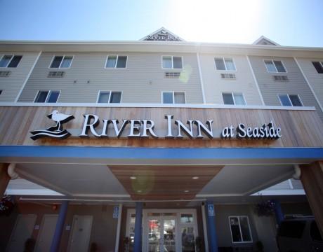 River Inn Hotel in Seaside, Oregon - River Inn at Seaside Front Entrance