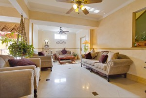 Ramada San Diego Airport - Relax in our lobby at Ramada San Diego Airport