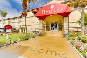 Ramada San Diego Airport - Entrance to San Diego's Airport Ramada Hotel
