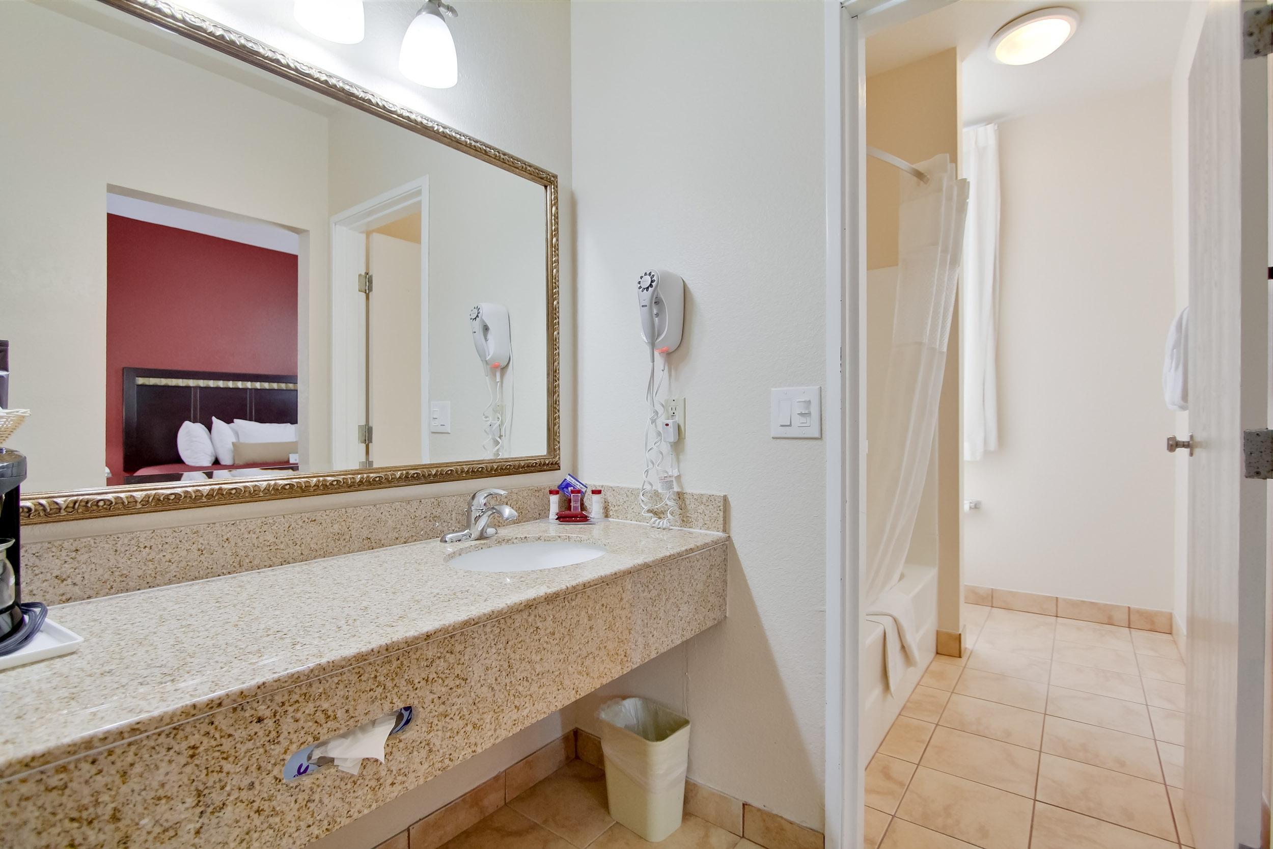 Ramada San Diego Airport - Granite Vanity in Full Bathroom