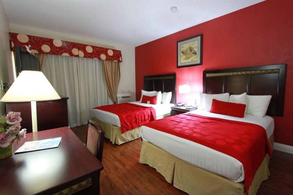 Ramada San Diego Airport - 2 Double Bed Guestroom