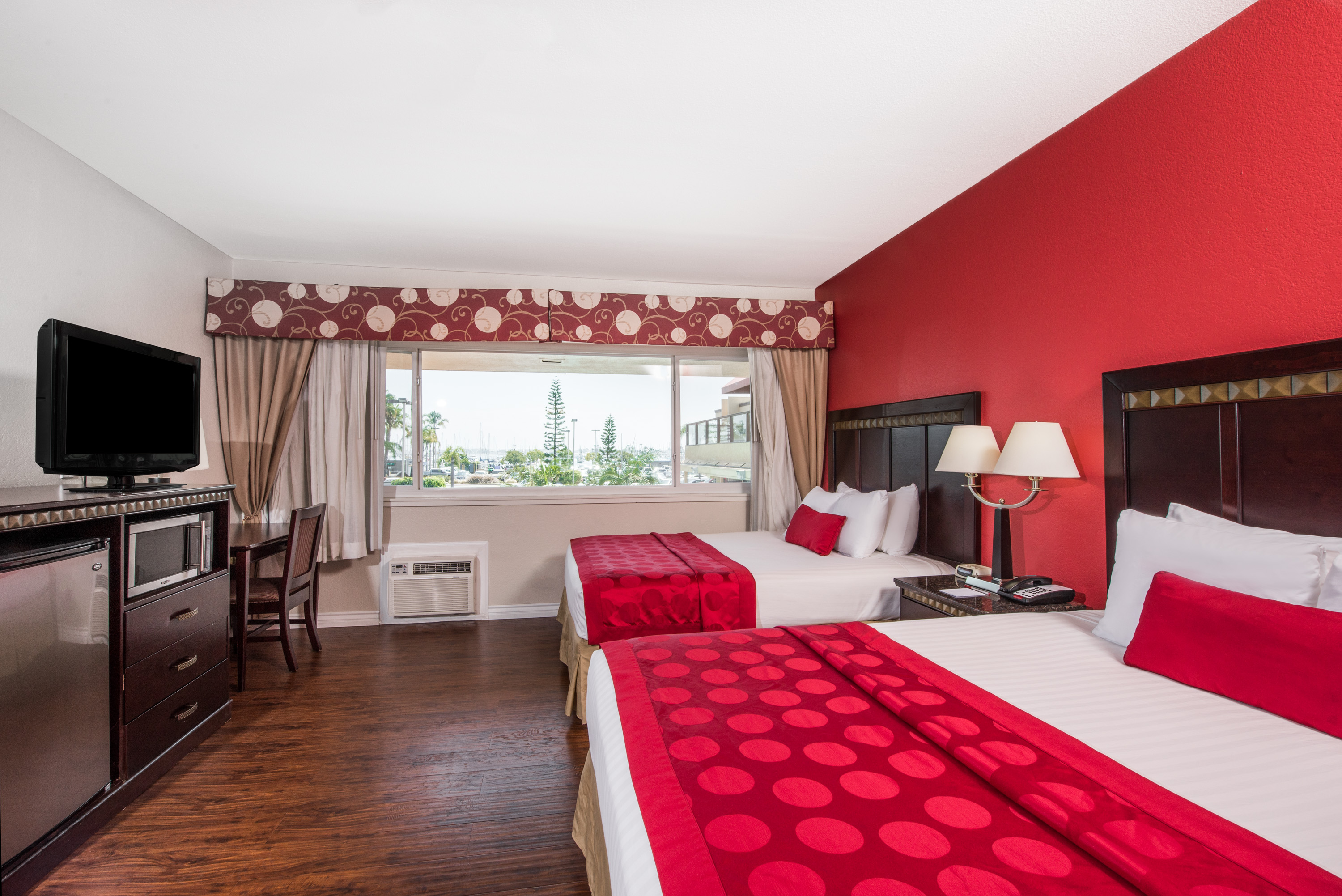 Ramada San Diego Airport - Family friendly San Diego accommodations with 2 beds